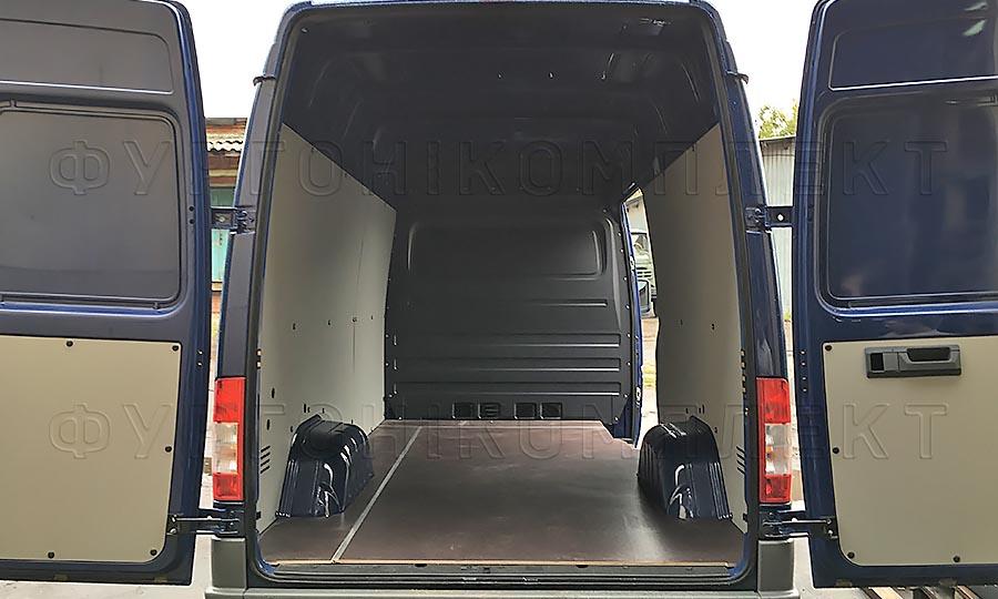 Обшивка фургона Mercedes-Benz Sprinter Classic L2H2: Задние двери, пол и стены