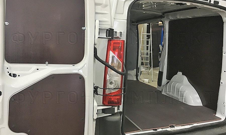 Обшивка фургона Peugeot Expert L2H1: Задние двери, пол и стены