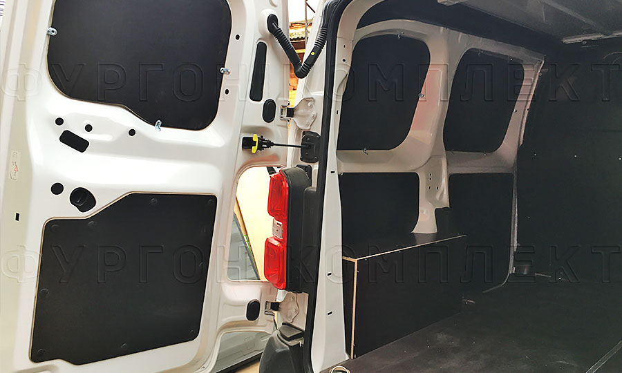Обшивка фургона Peugeot Expert 2017 L1H1: Задние двери, пол и стены