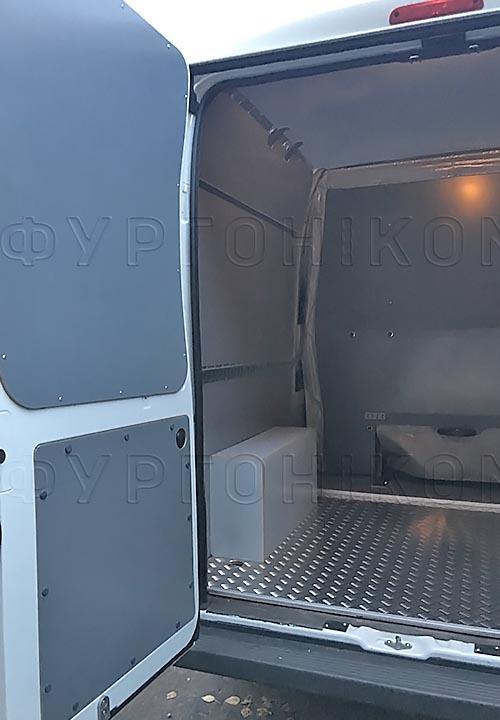 Обшивка фургона Peugeot Boxer L3H2 грузопассажирский: Задние двери, пол, стены, потолок и арки