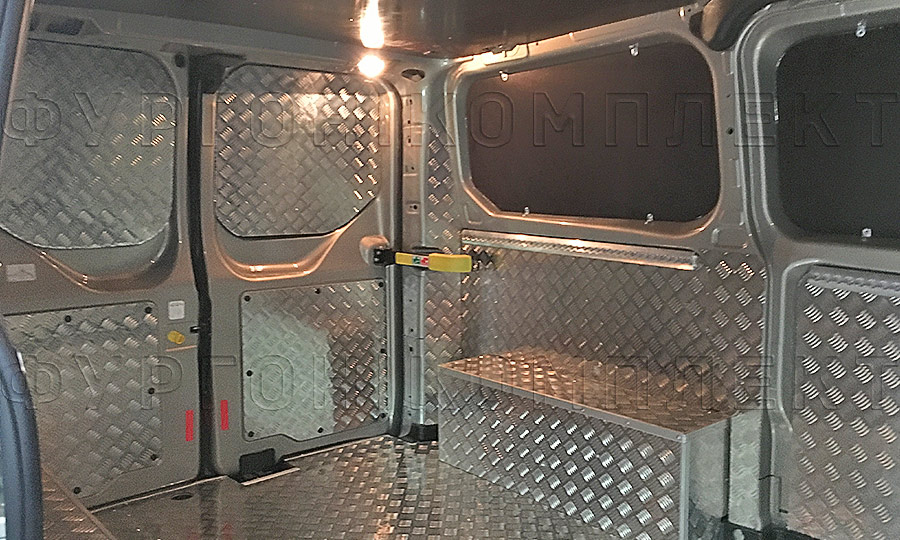 Обшивка фургона Ford Transit Custom L1H1: Задние двери, стены, арки и пол