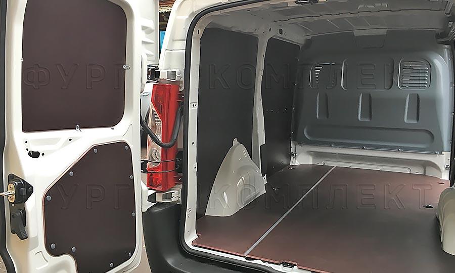 Обшивка фургона Citroën Jumpy L1H1: Задние двери, стены и пол