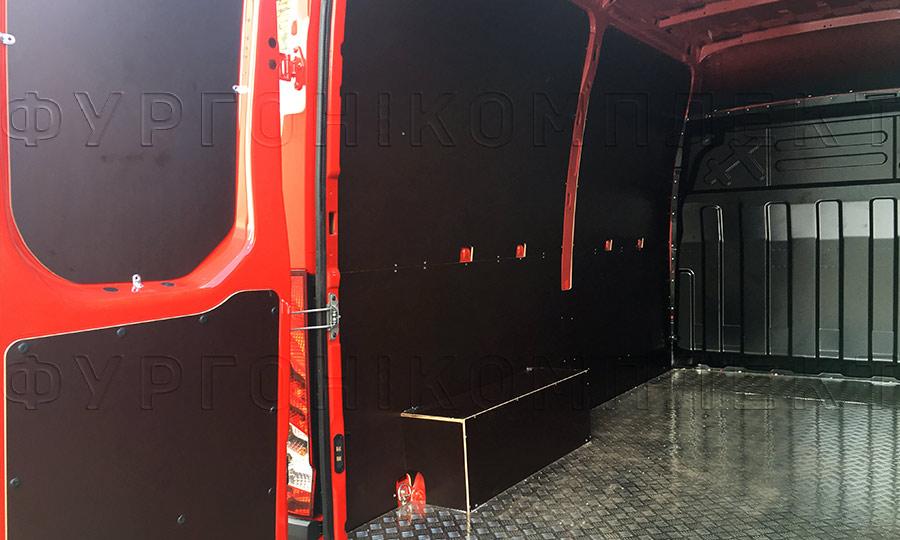 Обшивка фургона Iveco Daily L2H2: Задние двери, стены, пол и арки