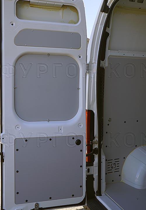 Обшивка фургона Citroën Jumper L3H3: Задняя дверь