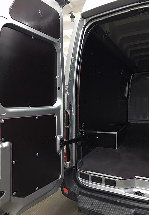 Обшивка фургона Iveco Daily L4H3: Задняя дверь