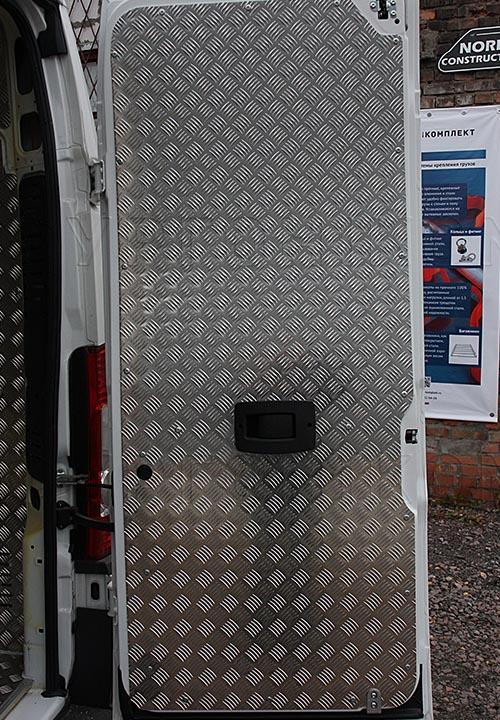 Обшивка фургона Fiat Ducato L2H2 грузопассажирский: Задняя дверь