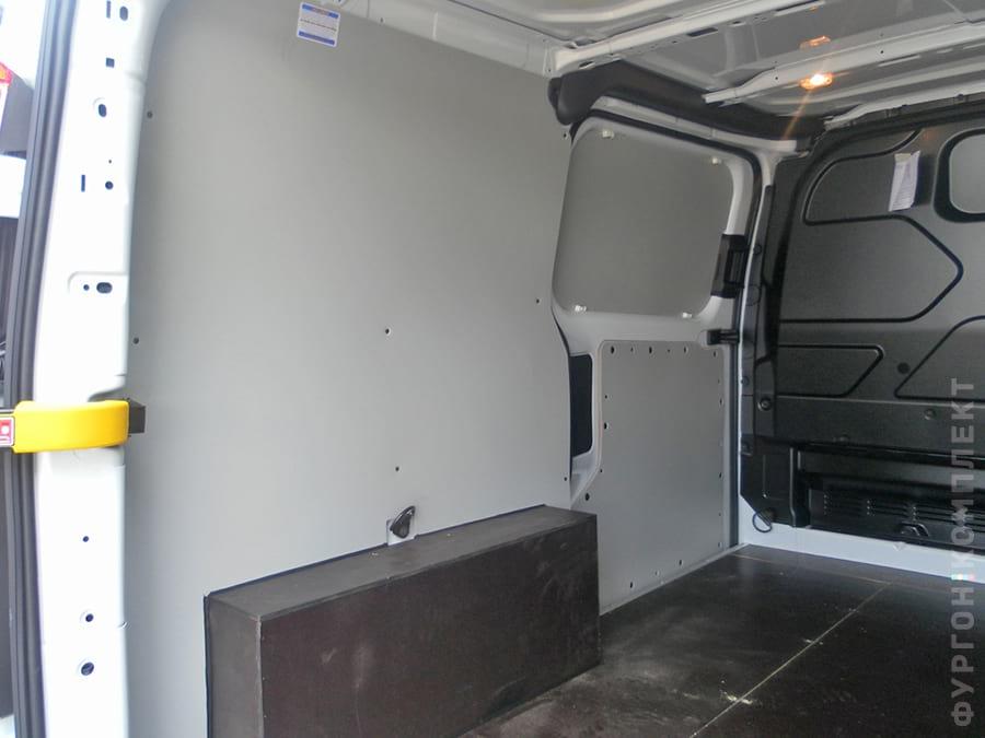 Обшивка стен и дверей фургона пластиком