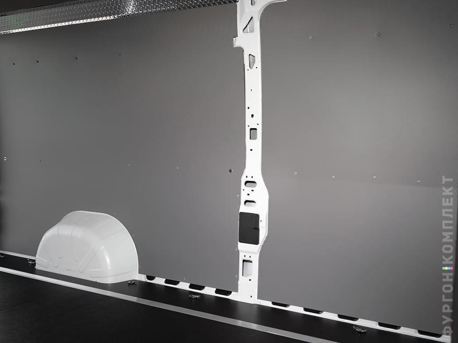 Пластиковая обшивка стен фургона