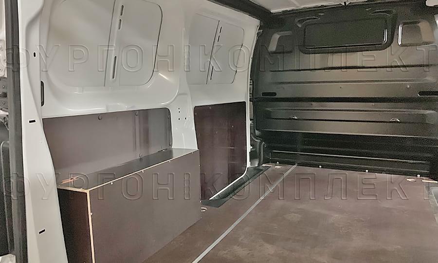 Установка нижних частей стен из ламинированной фанеры на Пежо Эксперт