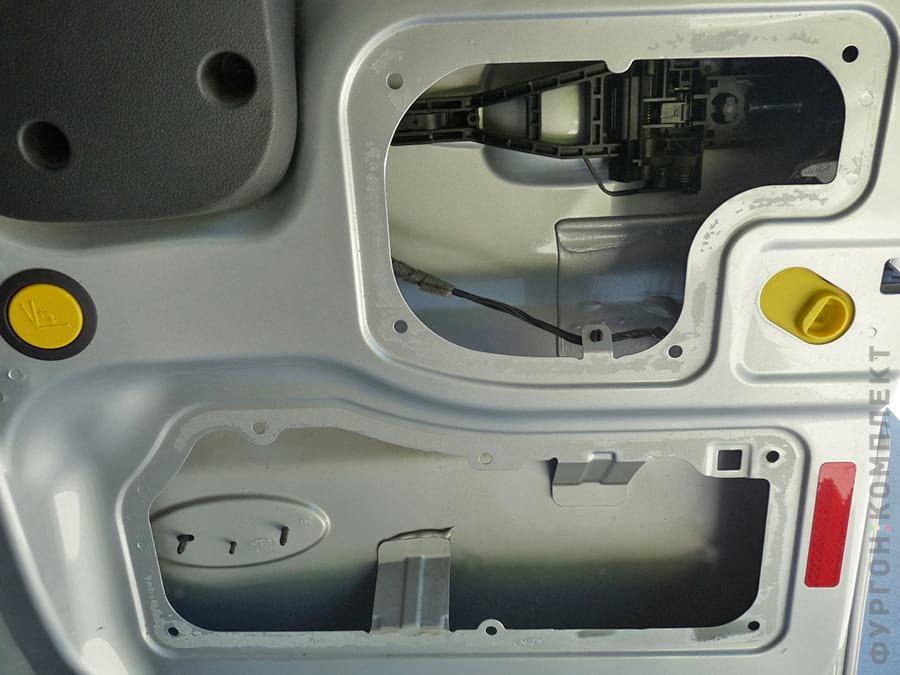 Задняя дверь фургона без обшивки
